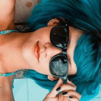 green-hair-women